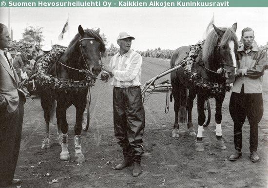 Sato-Satu and Ero-Lohko being crowned in 1959